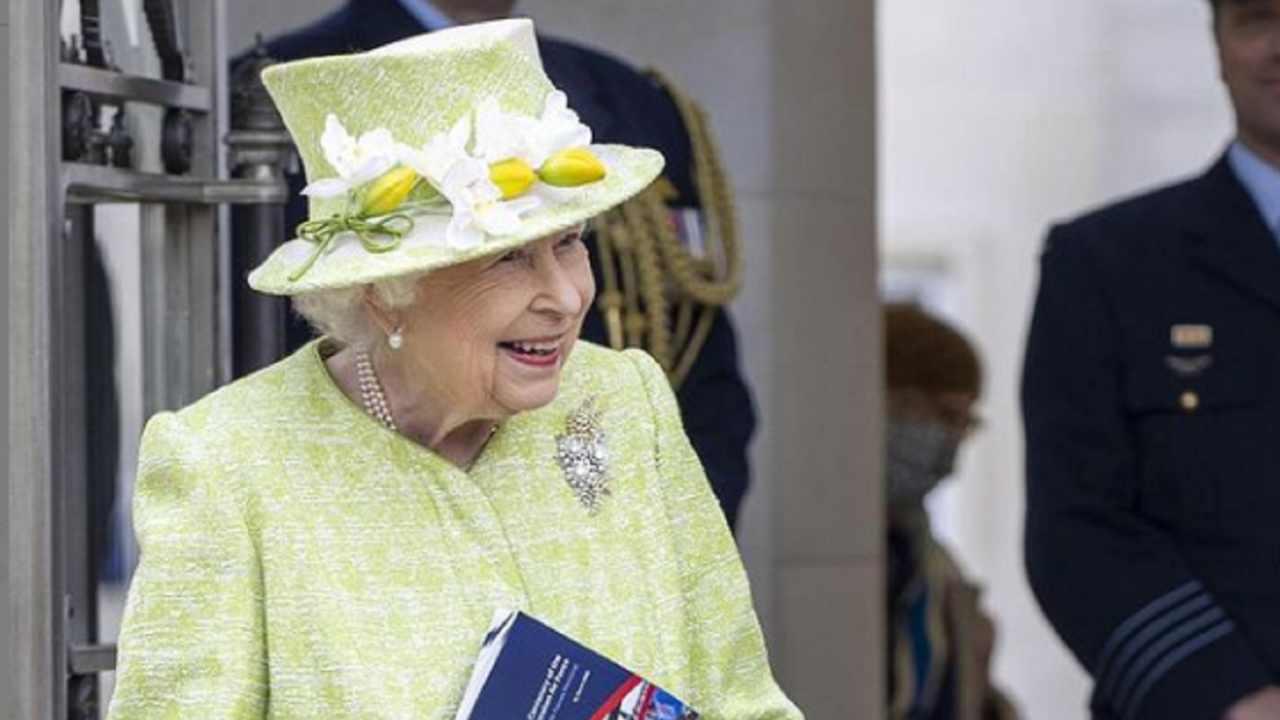 Regina Elisabetta colori - Political24