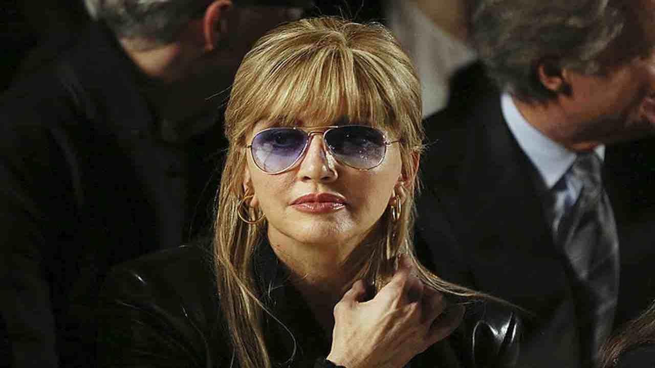 Milly Carlucci occhiali scuri Political24