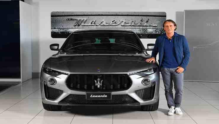 Roberto Mancini che macchina guida Political24