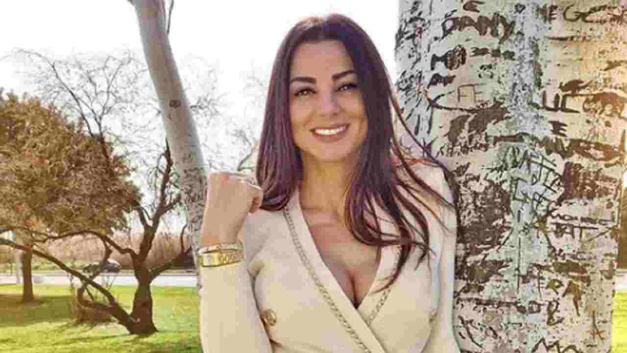 Serena Enardu look Political24