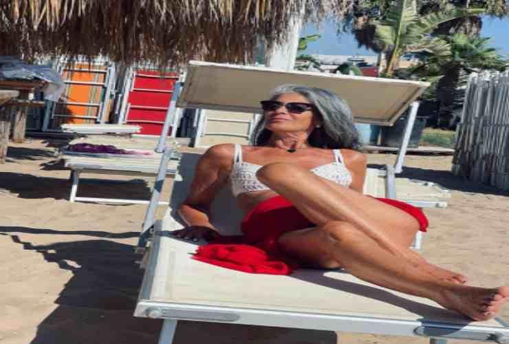 Isabella Ricci scatto in spiaggia Political24