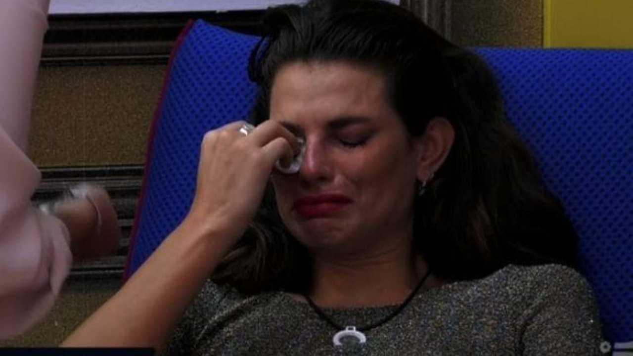 Dayane Mello piange Political24