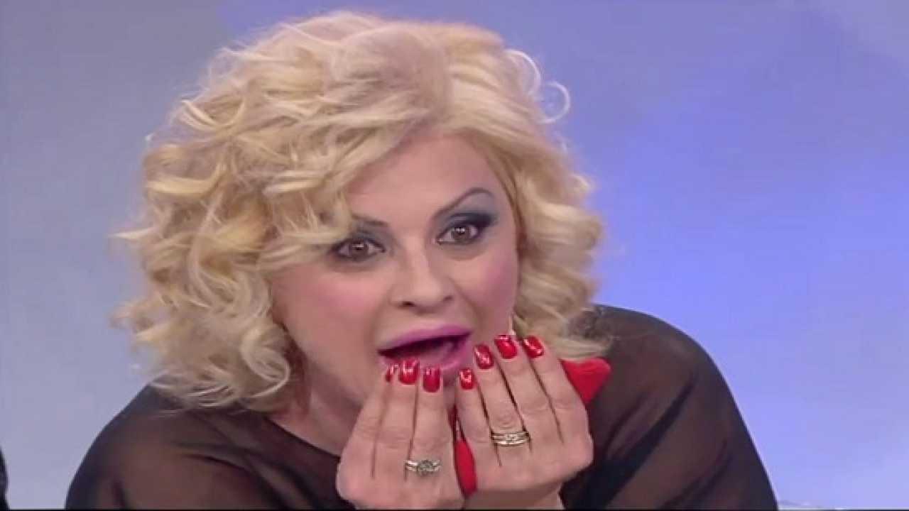 Tina Cipollari, Trono Over stupita Political24